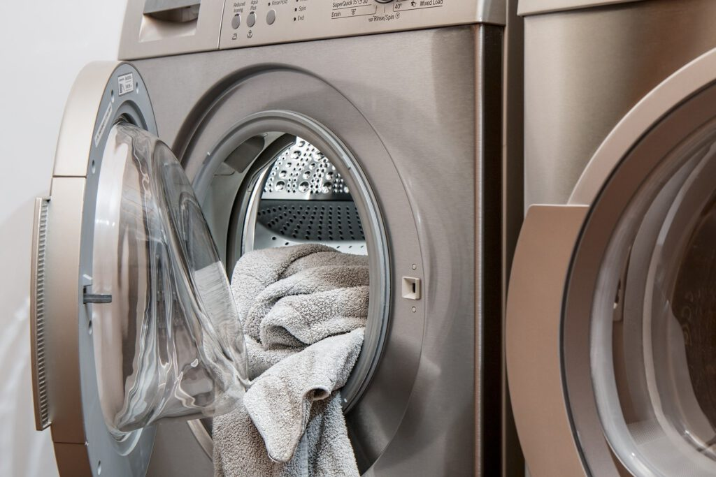 Washing clothes in 2020 has become a doubt. Learn how to wash it on the Star Holding blog.